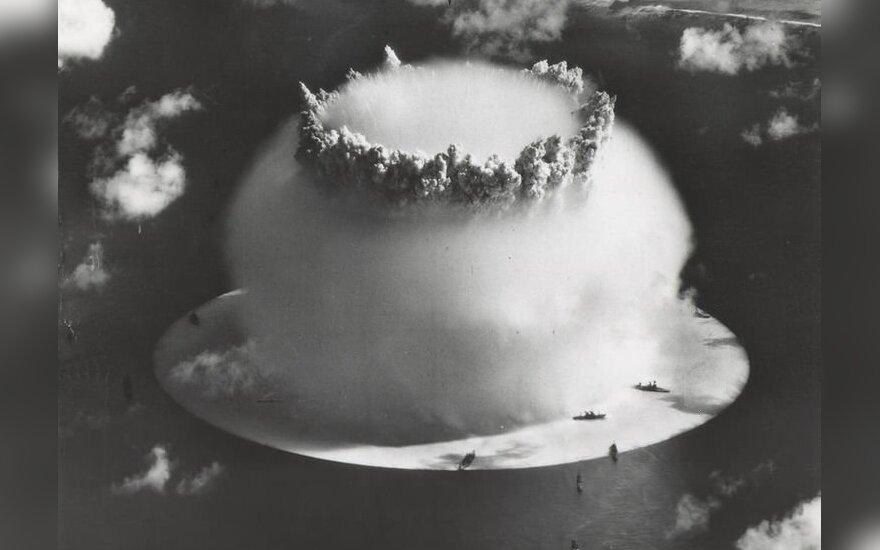 """Asociatyvi nuotr. / Branduolinio ginklo bandymas """"Baker"""" netoli Bikini salos (Ramusis vandenynas), 1946 m."""