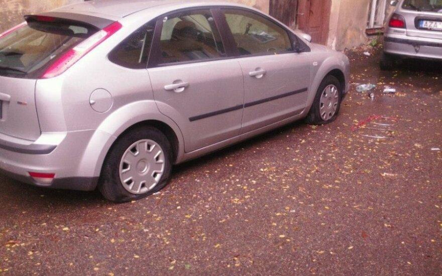 Zniszczony samochód kibiców Lecha