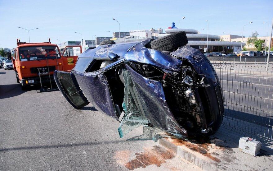 Пьяная компания в Вильнюсе устроила аварию: пострадали 4 человека