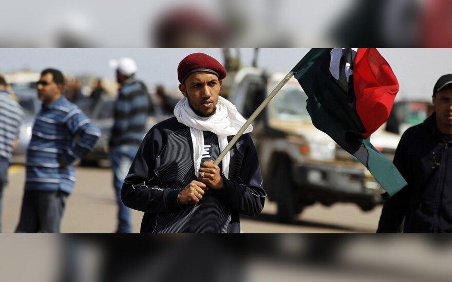 Ливийские повстанцы экспортируют нефть за гуманитарную помощь