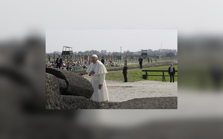 Папа Римский совершил безмолвную молитву в Освенциме