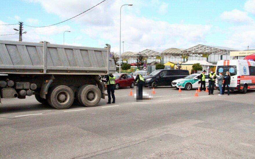 В Вильнюсе около Гарюнай грузовик насмерть сбил женщину