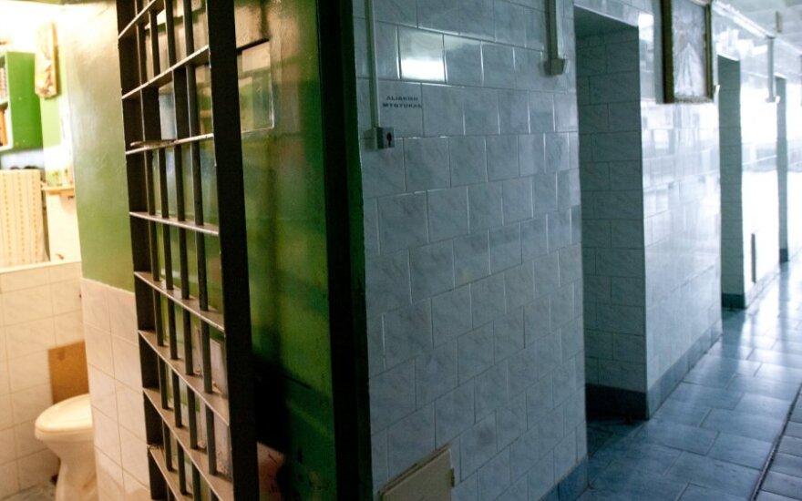 В КПЗ висагинской полиции с собой пытался покончить задержанный за ограбление