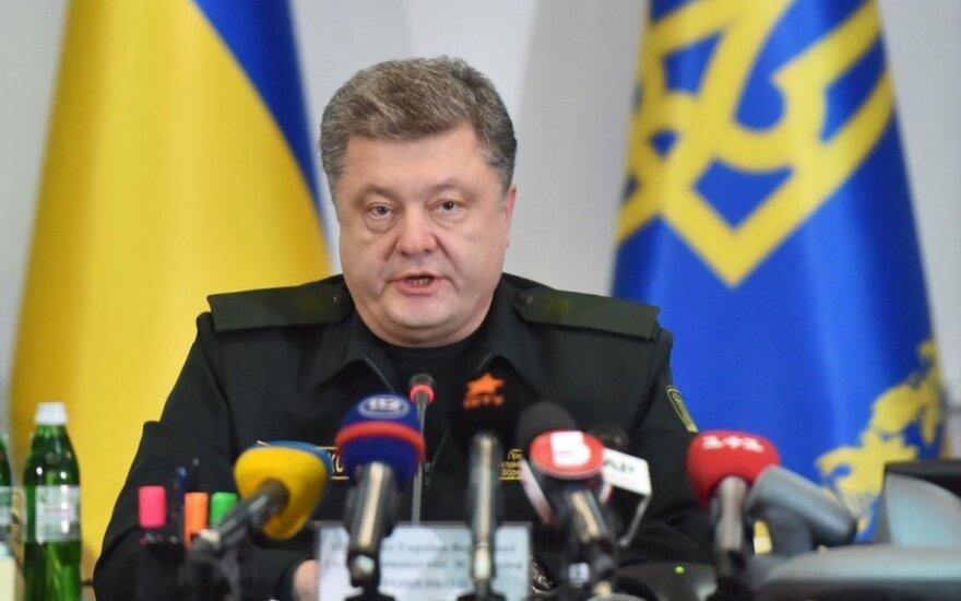 """Порошенко призвал мир """"остановить агрессора"""""""