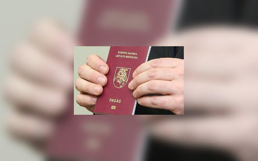 """Zarząd Migracji: Żadnych """"w"""" paszporcie"""