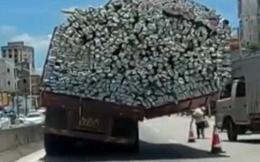 Przeładowana ciężarówka