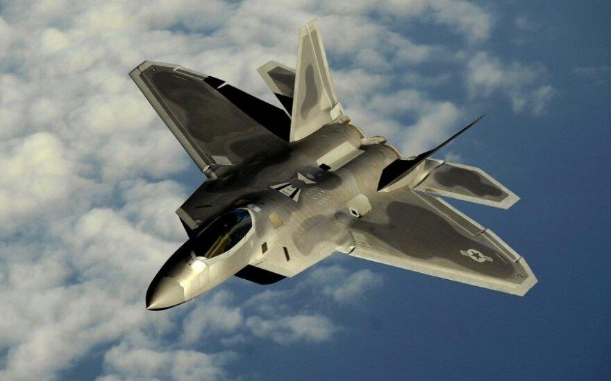 США разместили на западе Германии многоцелевые истребители F-22 Raptor