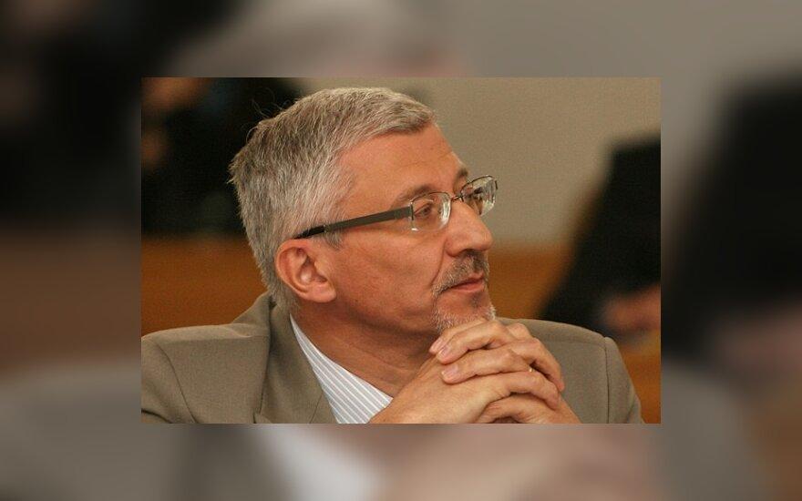 Б.Гружевскис предлагает государству помочь людям рассчитаться с банками