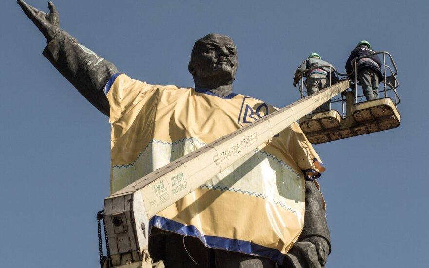 На Украине снесли самый большой в стране памятник Ленину