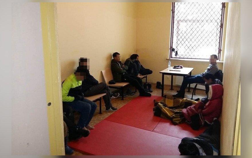 Задержанных вьетнамцев-нелегалов Литва вернула в Латвию