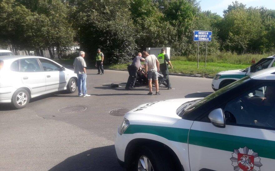 На окраине Вильнюса в ДТП попал мотоциклист