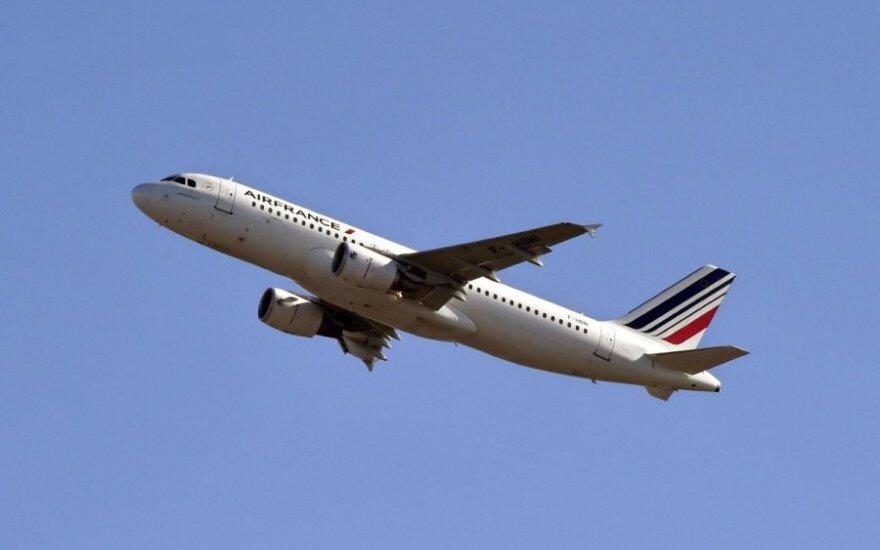 Сотни авиарейсов отменены во Франции из-за забастовки