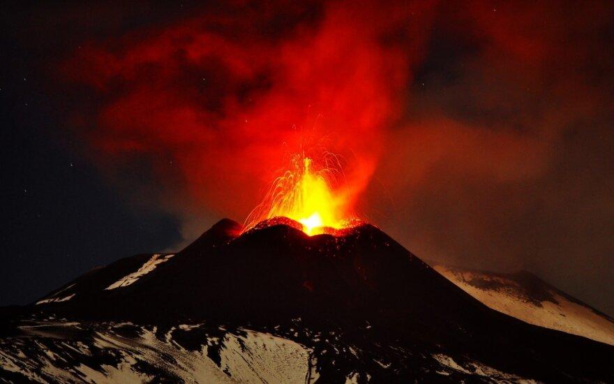 Ученые: вулкан Этна сползает к Средиземному морю