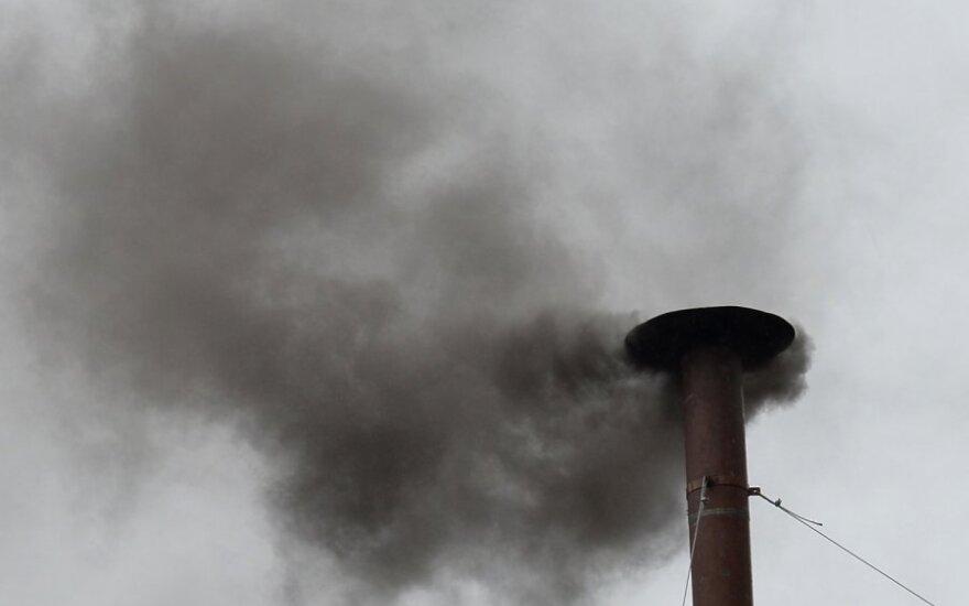 Juodi dūmai iš Siksto Vatikano koplyčios