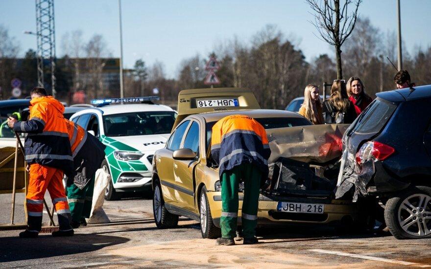 Возле Гарюнай столкнулись три автомобиля: понадобились и медики, и пожарные
