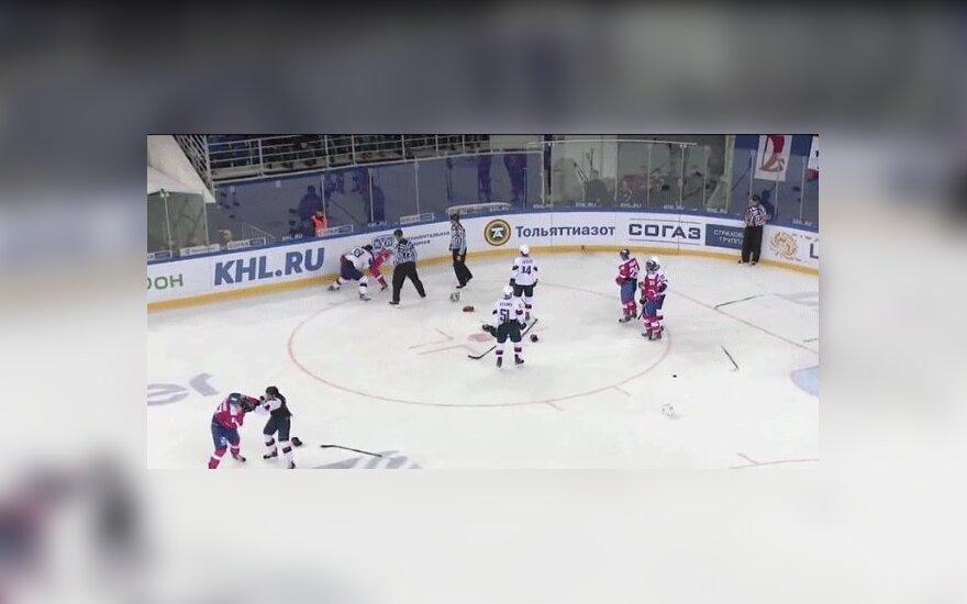 КХЛ: массовая драка между российскими и словацкими хоккеистами