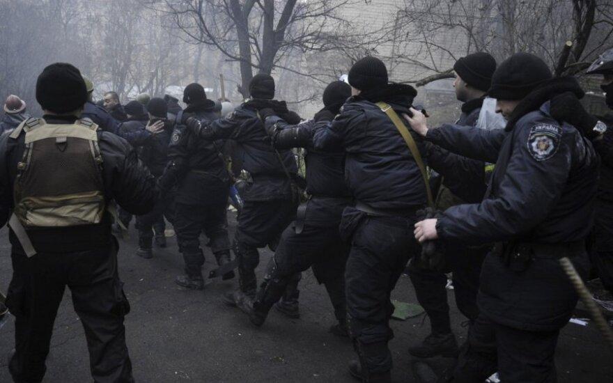 Посол Литвы в Киеве: регионы восстали, не надо ехать в Украину