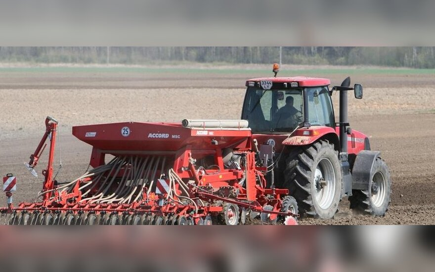 В Беларуси женщинам на 8 марта подарят тракторы