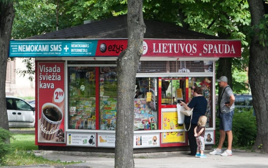 Клиенты банков смогут обналичить деньги в киосках Narvesen и Lietuvos spauda