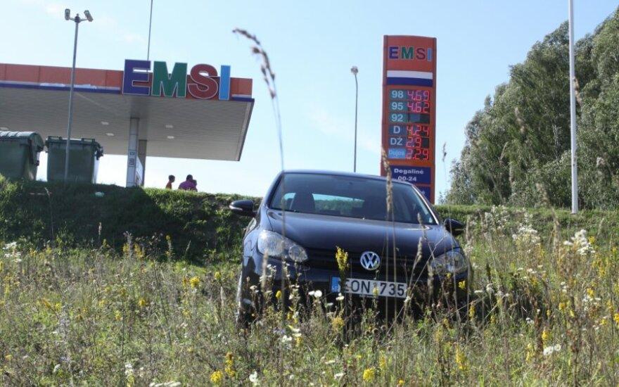 В Вильнюсе автомобиль британца сам уехал с заправочной