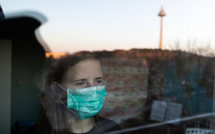 Из-за роста заболеваемости коронавирусом жители Литвы все чаще остаются дома