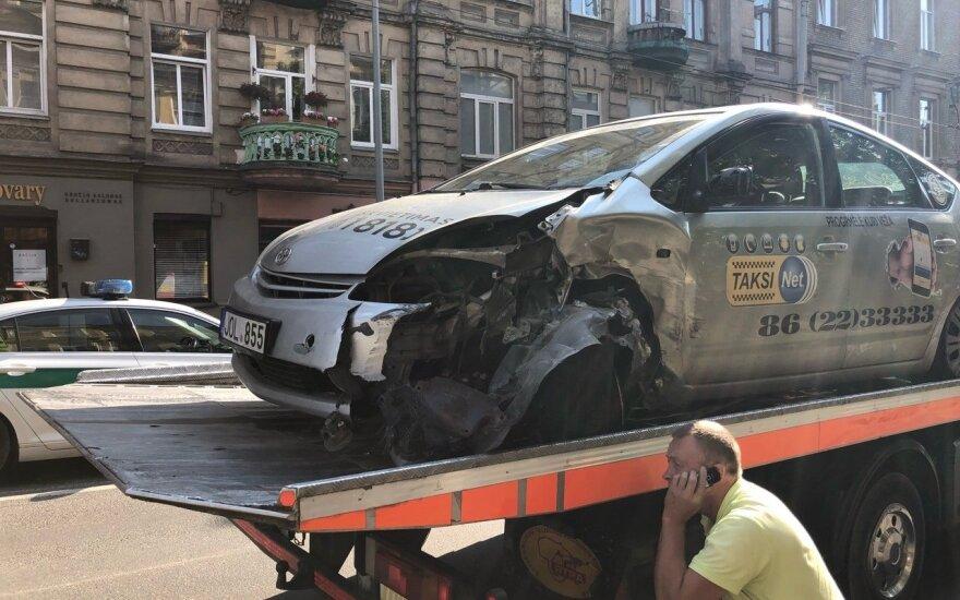 Из-за эпилептического припадка таксист стал причиной аварии