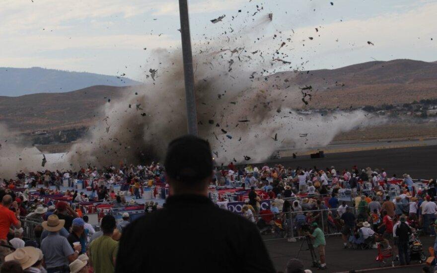 В Неваде во время авиашоу самолет рухнул на трибуны со зрителями