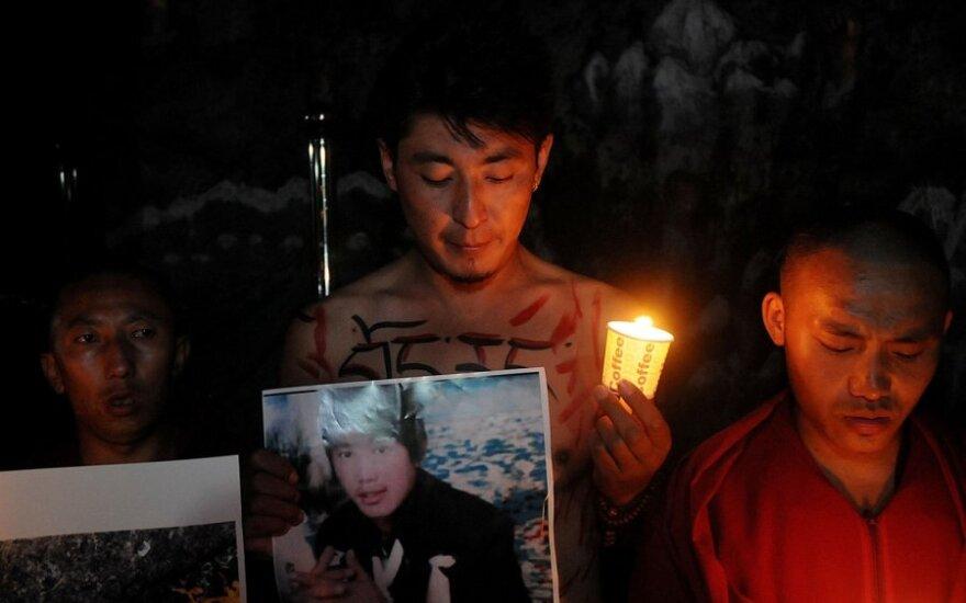 Китай: за сведения о собирающихся себя сжечь тибетцах объявлена награда