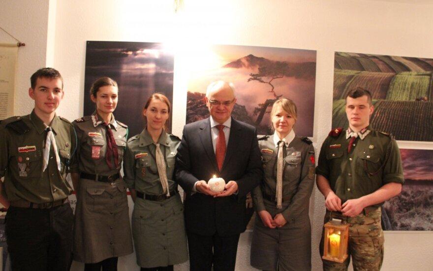 Ambasador Czubiński przyjął z rąk harcerzy Betlejemskie Światło Pokoju