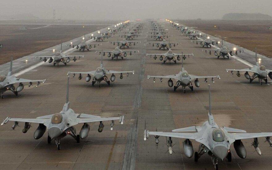 Бельгийцы перенимают миссию воздушной полиции НАТО в Литве