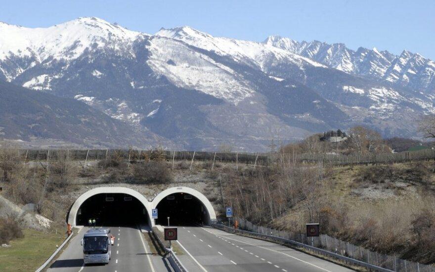 Skelbiamas gedulas dėl autobuso avarijos Šveicarijoje