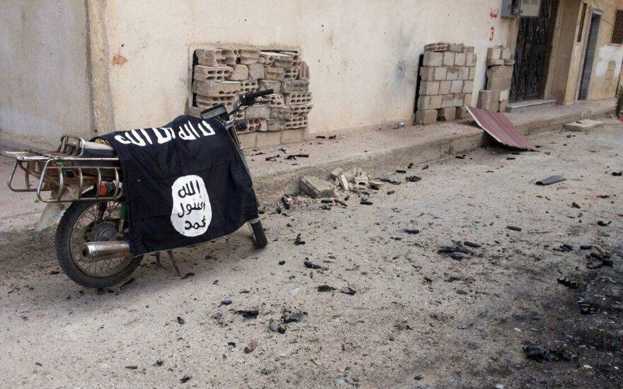 Боец ИГИЛ убил под Парижем полицейского и его жену