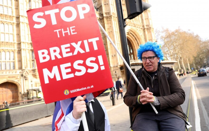 Британия просит ЕС отложить Brexit до 30 июня