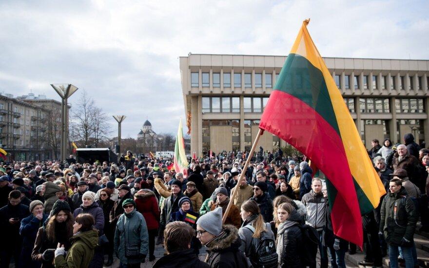 """Митинг """"Мы обвиняем"""" у Сейма и Сейму Литвы: позор, позор!"""
