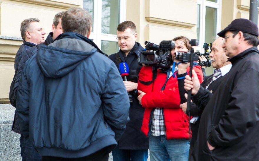 Выдворенный из Литвы журналист: нас никто не скручивал
