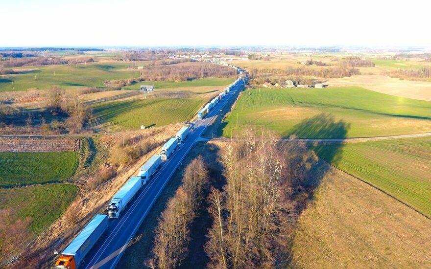 Очередь на литовско-польской границе с литовской стороны составляет почти 50 км