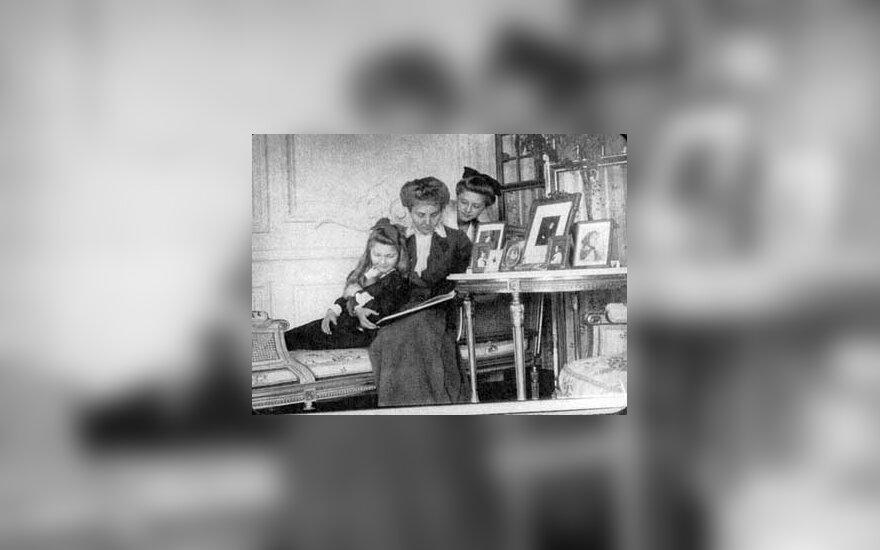 Grafienė J.Tiškevičienė su dukromis