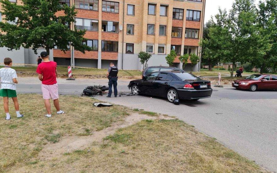 В Григишкес столкнулись BMW и мотоцикл, мотоциклист скончался