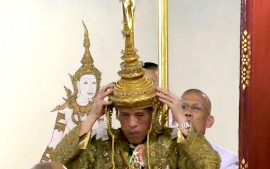 ФОТО: в Таиланде короновали короля Раму Х