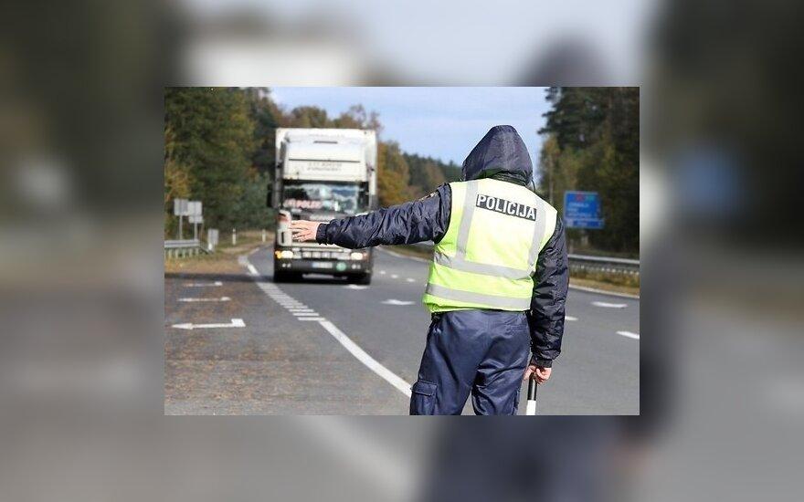 Латвия: литовский дальнобойщик пытался дать полицейскому 100 литов