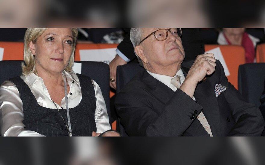 Buvęs Nacionalinio fronto lyderis Jeanas-Marie Le Penas ir naujoji partijos vadovė - jo dukra Marine.