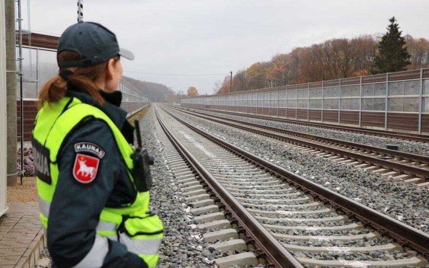 Под Вильнюсом поезд насмерть сбил человека