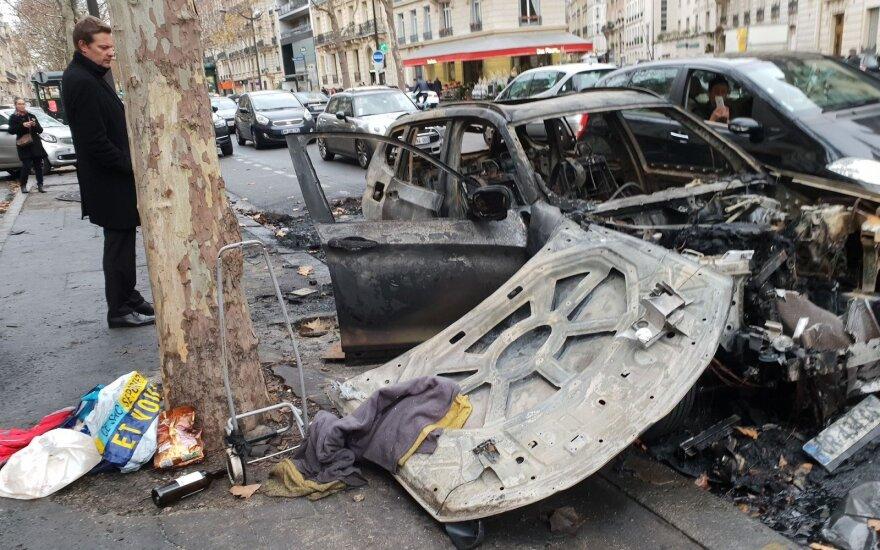 """""""Приехали отдыхать, а тут почти война!"""": как живет Париж во время протестов"""
