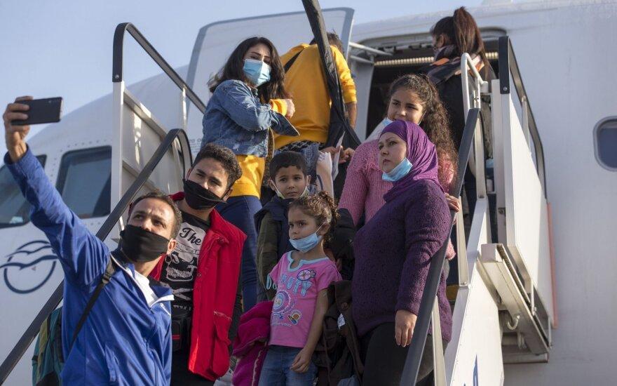 Pabėgeliai skrenda į Vokietiją iš Atėnų