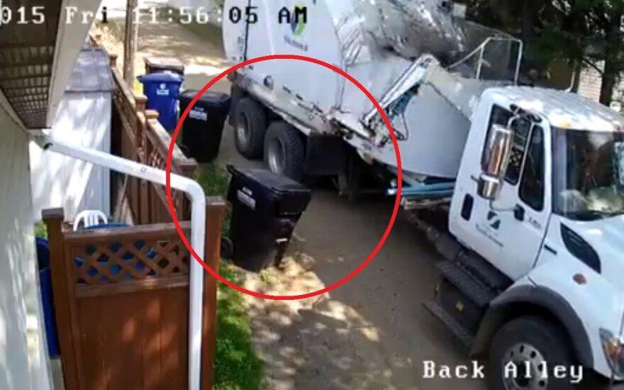 Zniszczył kosz na śmieci