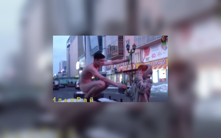 Екатеринбург: голый мужчина поздравлял на улице девушек с 8 марта