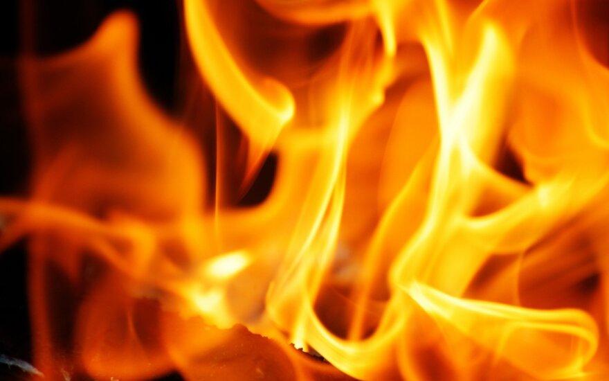 В Вилкавишкисе ночью загорелся дом
