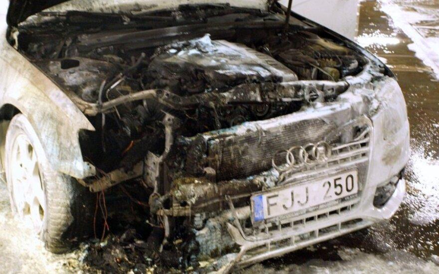 """В гараже каунасского """"Акрополиса"""" обгорела Audi"""