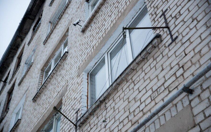 В Алитусе несовершеннолетняя девушка подралась с соседкой