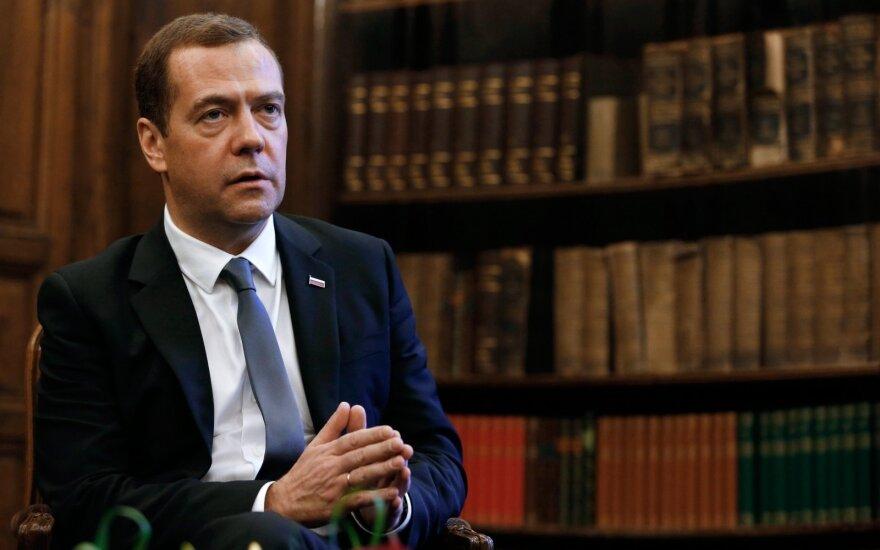 Медведева эвакуировали с форума в Сколково